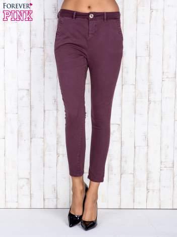 Bordowe proste spodnie z kieszeniami na guziki