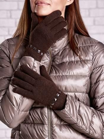 Brązowe proste rękawiczki z ćwiekami