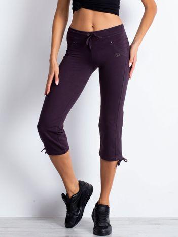 Ciemnofioletowe spodnie dresowe capri z aplikacją z dżetów