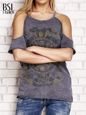 Ciemnoszary t-shirt cut out shoulder z azteckim nadrukiem