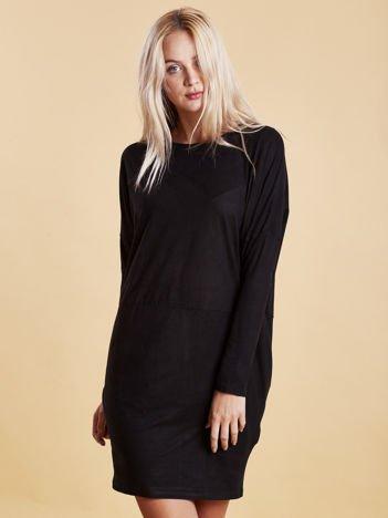 Czarna zamszowa sukienka z luźnymi rękawami