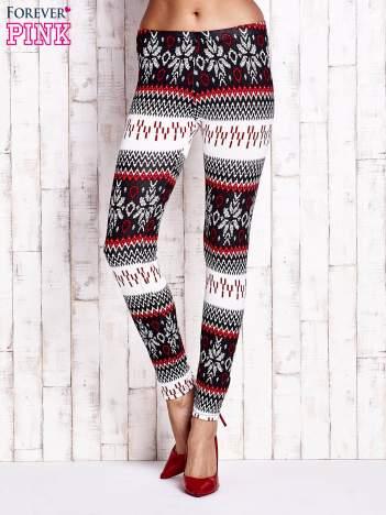 Czerwone legginsy w norweskie wzory