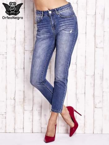 Niebieskie spodnie z przetarciami boyfriend jeans