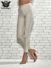 Butik Beżowe spodnie rurki skinny