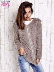 Beżowy futrzany sweter kurtka na suwak
