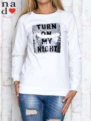 Biała bluza z podwójną naszywką z cekinów