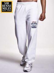 Białe spodnie dresowe męskie z naszytym logiem