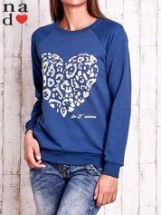 Butik Ciemnoniebieska bluza z nadrukiem serca i napisem JE T'AIME