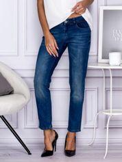 Ciemnoniebieskie spodnie regular jeans z dżetami w pasie