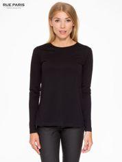 Czarna basicowa bluzka z długim rękawem