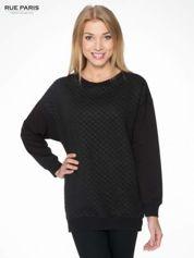 Czarna bluza z luźnymi rękawami o bąbelkowej fakturze