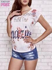 Ecru t-shirt kwiatowy z napisem AMAZING
