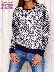 Granatowa bluza z nadrukiem liter i graficznym tyłem