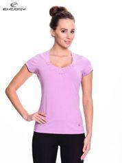 Jasnofioletowy damski t-shirt sportowy z marszczonym dekoltem