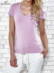 Jasnofioletowy t-shirt z modelującymi przeszyciami
