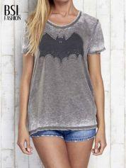 Khaki t-shirt acid wash z motywem Batmana