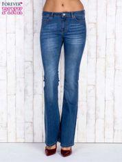 Niebieskie jeansowe spodnie dzwony z przetarciami