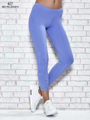 Niebieskie legginsy sportowe z dżetami na dole nogawki