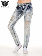 Niebieskie rozjaśniane spodnie jeansowe z przetarciami