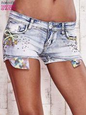 Niebieskie szorty jeansowe z dżetami