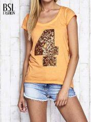 Pomarańczowy dekatyzowany t-shirt z cekinową cyfrą 4