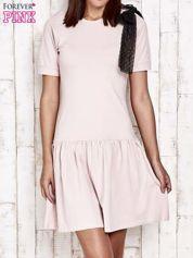 Różowa sukienka dresowa z kokardą z tiulu