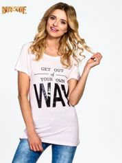 Różowy t-shirt z napisem GET OUT OF YOUR OWN WAY