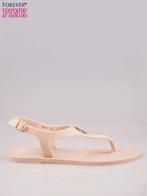 Beżowe gumowe sandały japonki z biżuteryjnym dodatkiem