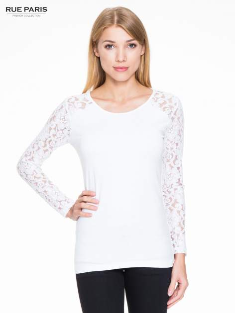 Biała bluzka z koronkowymi rękawami