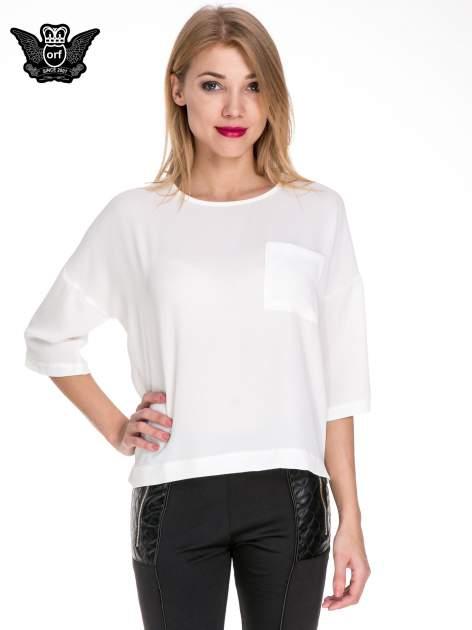Biała koszula z obniżoną linią ramion i kieszonką