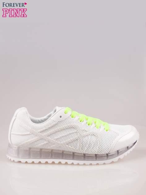 Białe siateczkowe buty sportowe damskie na rowkowanej podeszwie