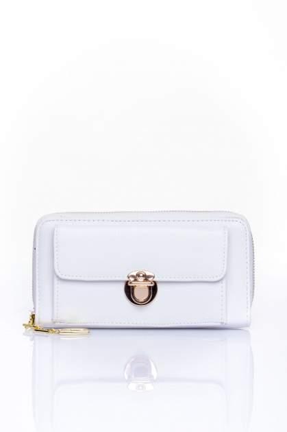 Biały portfel ze złotym zapięciem