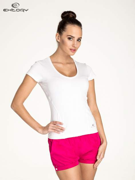 Biały t-shirt sportowy z dekoltem U