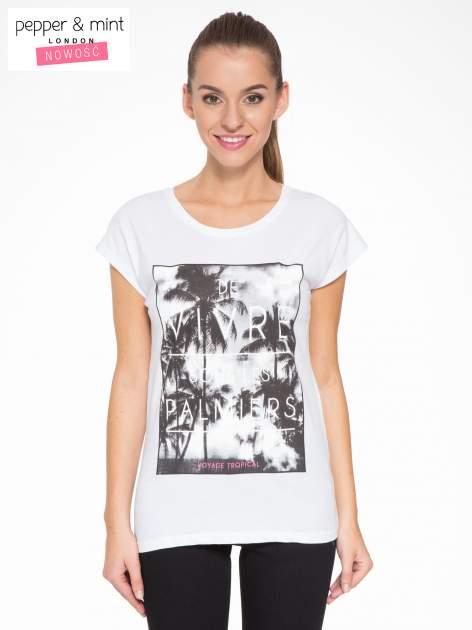 Biały t-shirt z tropikalnym nadrukiem