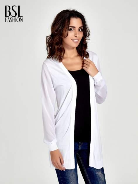 Biały wiązany sweter z przezroczystymi rękawami