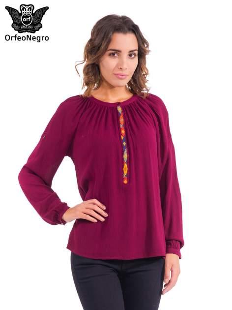 Bordowa koszula z marszczony dekoltem i wzorzystą wstawką w stylu hippie