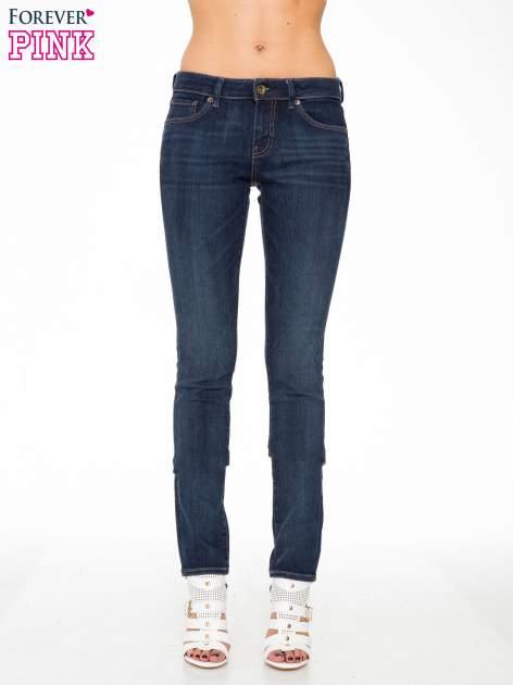 Ciemnoniebieskie spodnie jeansowe rurki