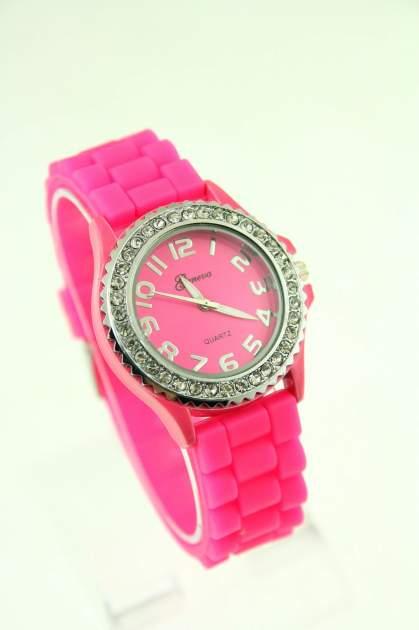 Ciemnoróżowy zegarek damski na silikonowym pasku