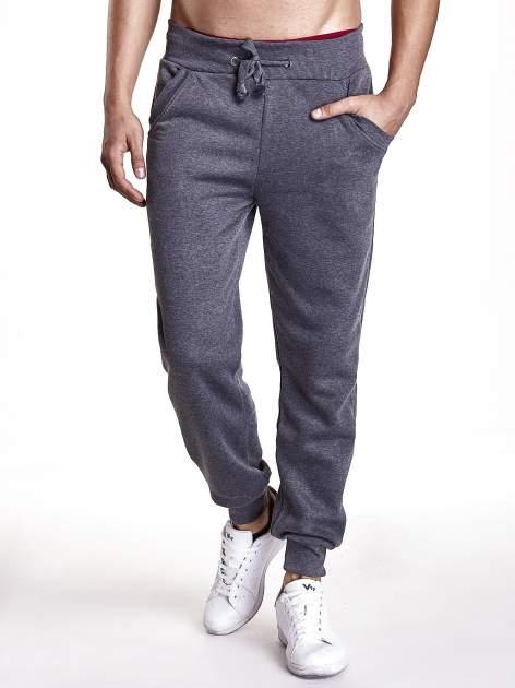 Ciemnoszare dresowe spodnie męskie z trokami w pasie i kieszeniami