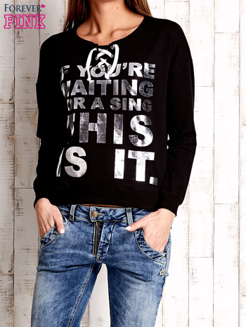 Czarna bluza ze srebrnym napisem