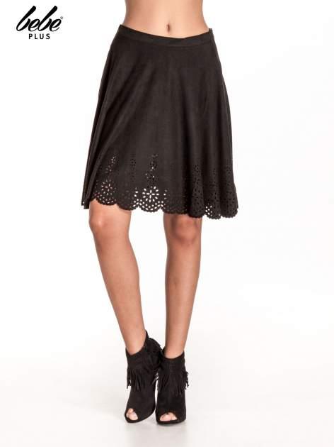Czarna zamszowa spódnica w stylu boho