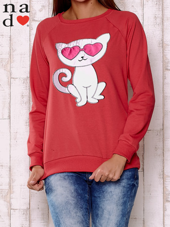 Czerwona bluza z aplikacją kota