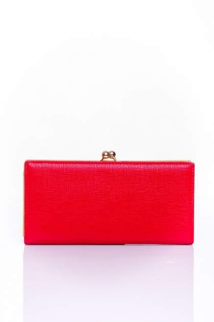 Czerwony portfel z biglem efekt saffiano