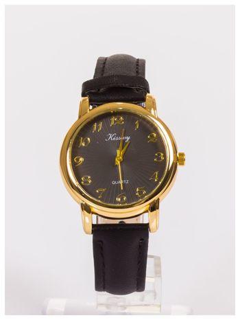 Damski zegarek z delikatnym wzorem na tarczy