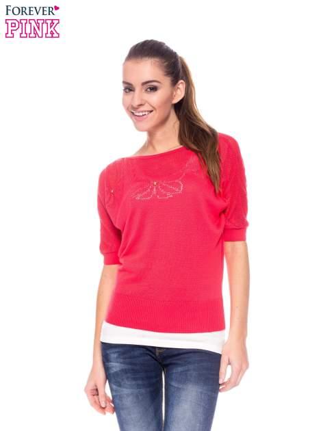 Fuksjowy sweter z ażurową górą i krótkim rękawkiem