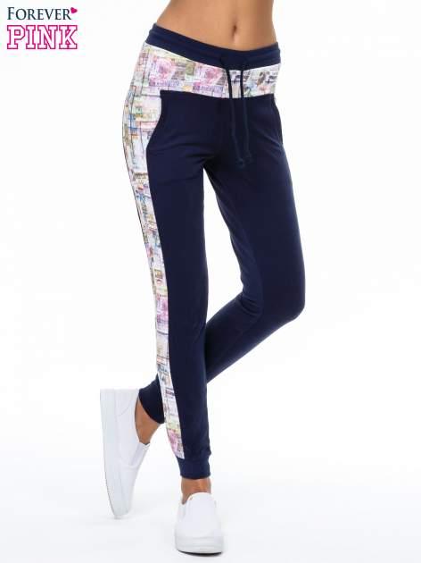 Granatowe spodnie dresowe z gazetowym lampasem