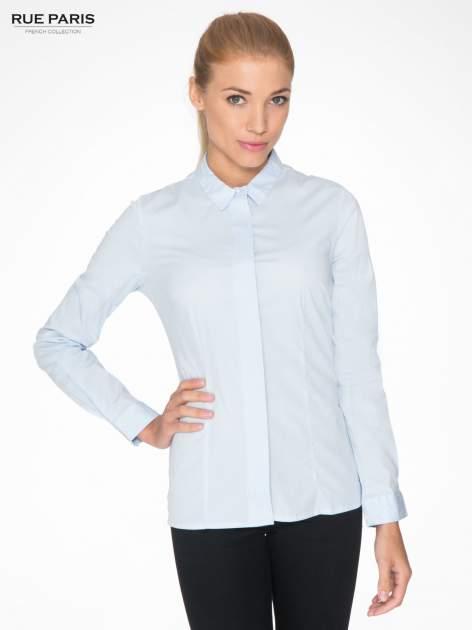 Jasnoniebieska koszula damska z ozdobną listwą
