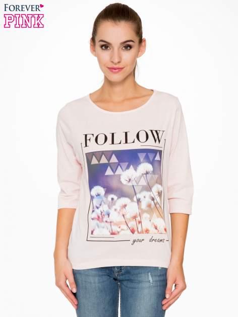 Jasnoróżowa bluzka z napisem FOLLOW YOUR DREAMS