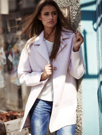 Jasnoróżowy wełniany płaszcz damski z kieszeniami i kołnierzem
