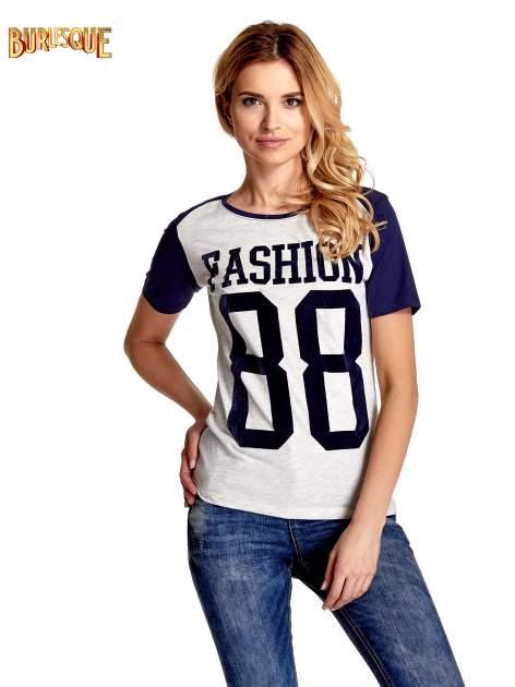 Melanżowo-granatowy t-shirt z nadrukiem FASHION 88